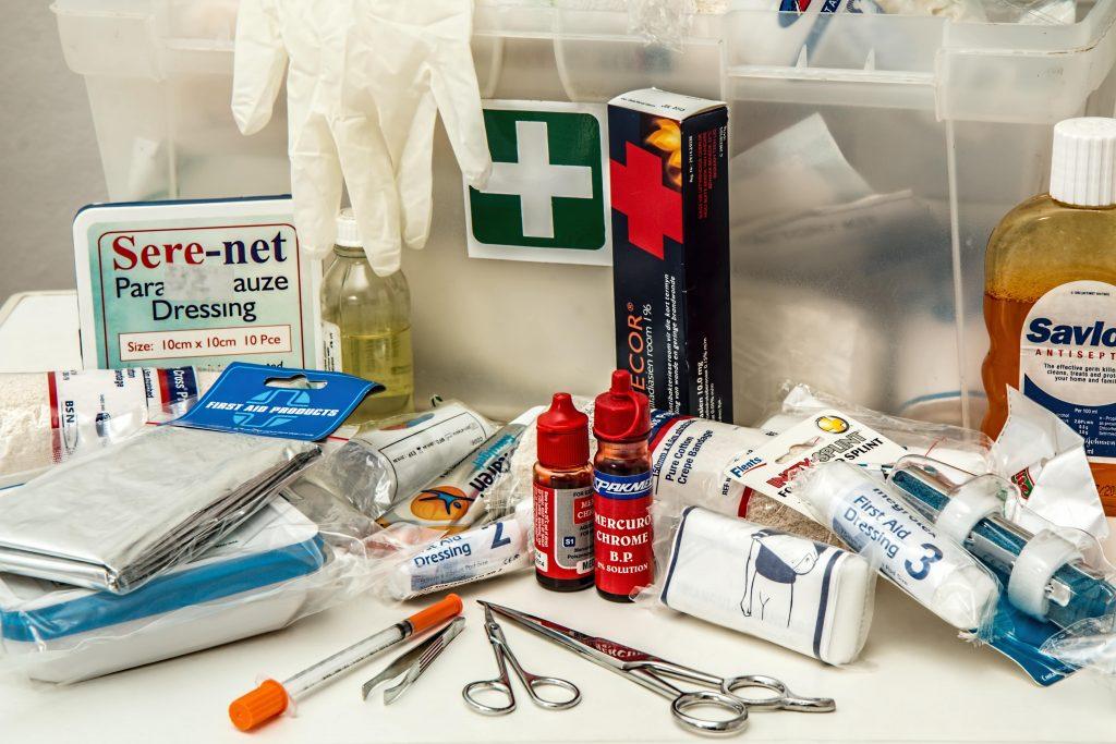 first-aid-908591-min